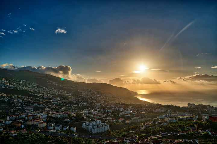 Sonnenaufgang über Funchal Madeira