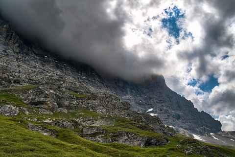 Eiger in Wolken