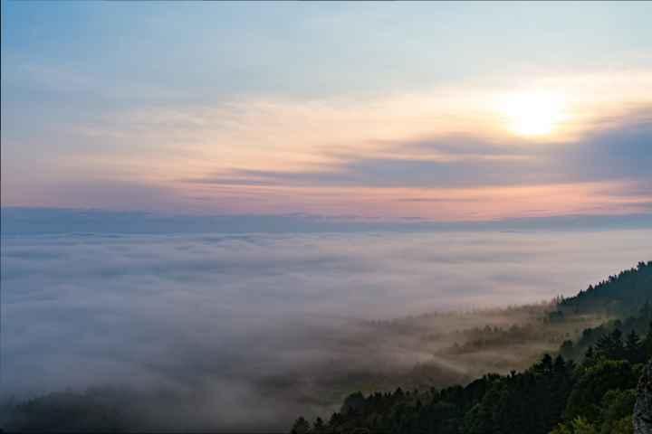 morgendlicher Blick vom Görauer Anger auf ein Wolkenmeer