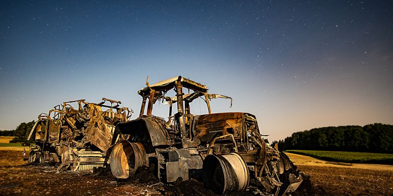 ausgebrannter Traktor bei Zultenberg Kasendorf